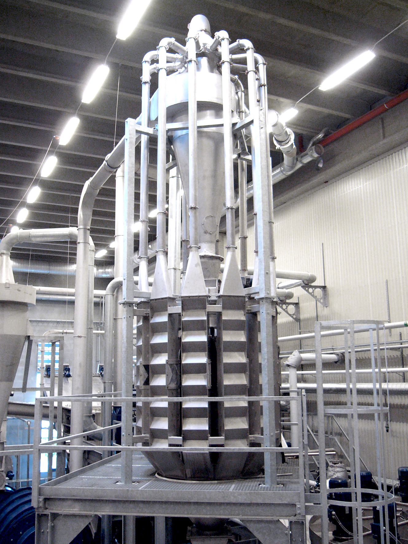 zig zag air classifier to separate lighter and heavier materials