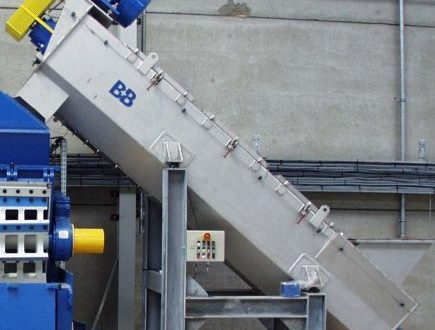 friction separator for intensive pre-cleaning of plastic flakes