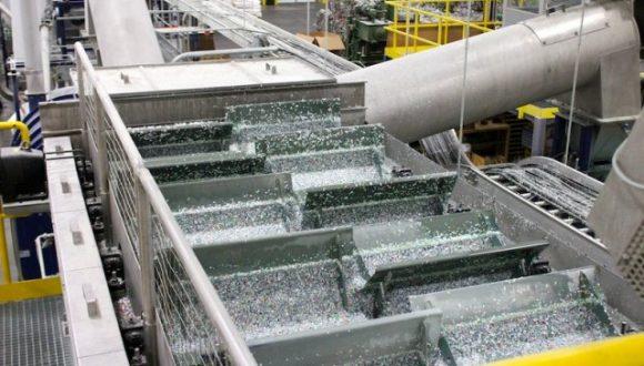 Schwimmspültank zur Trennung von hochdichten Materialien und niedrigdichten Materialien