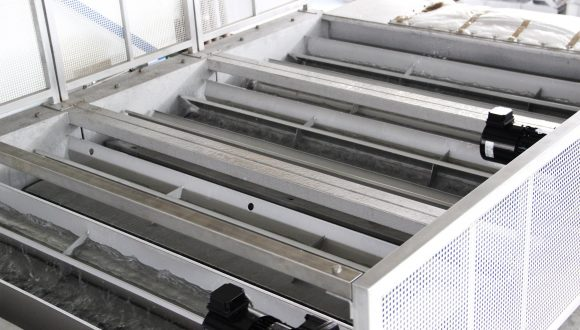 sink float tank for separating different kinds of plastics