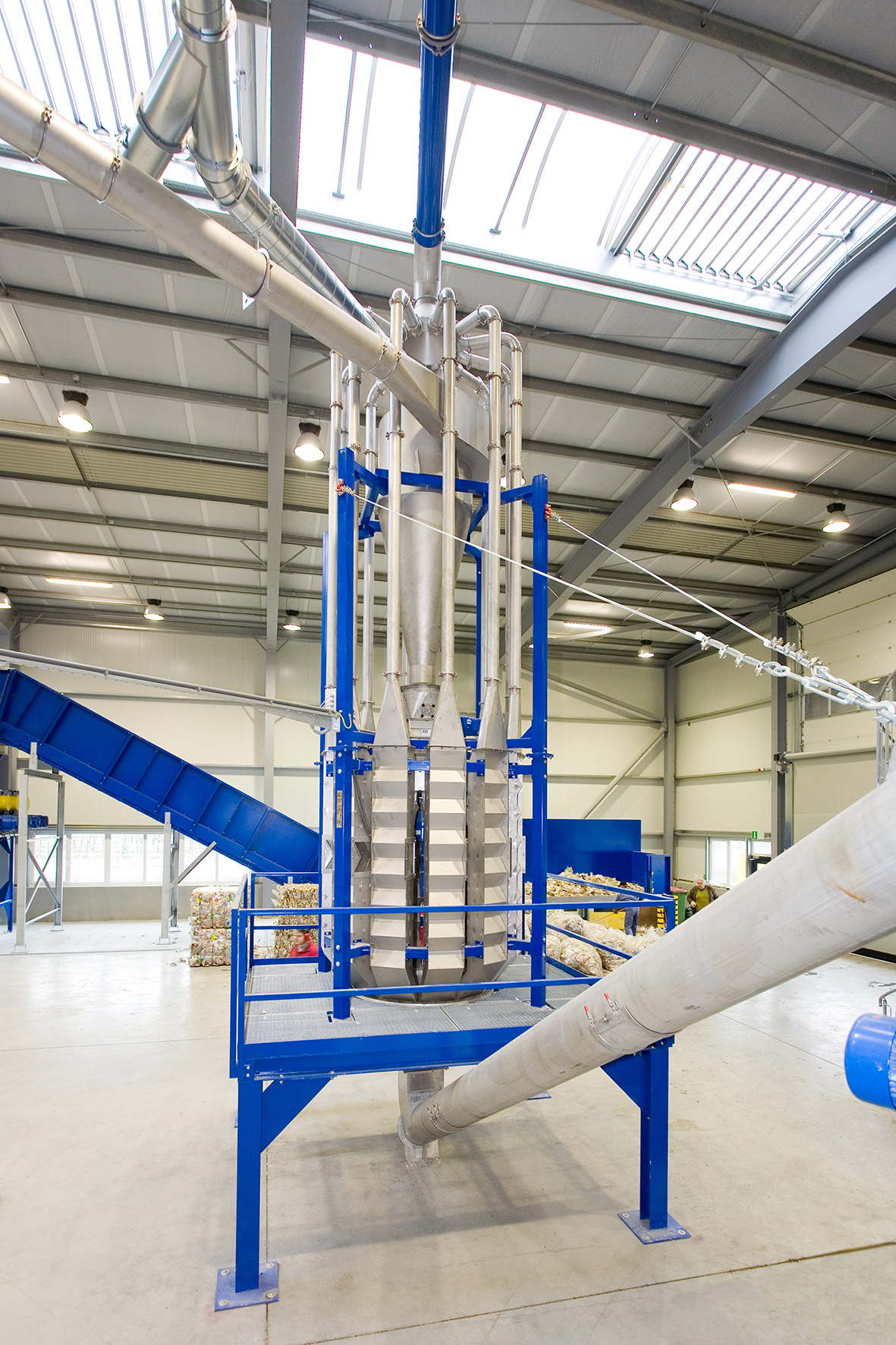 air classifier to remove contaminants